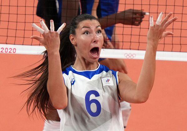 La voleibolista rusa Irina Koroleva durante un partido contra la selección de Italia. - Sputnik Mundo
