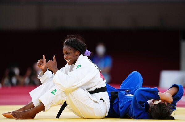 La atleta cubana Kaliema Antomarchi y la atleta holandesa Guusje Steenhuis durante la ronda de repesca del evento de menos de 78 kg femenino de judo olímpico. - Sputnik Mundo