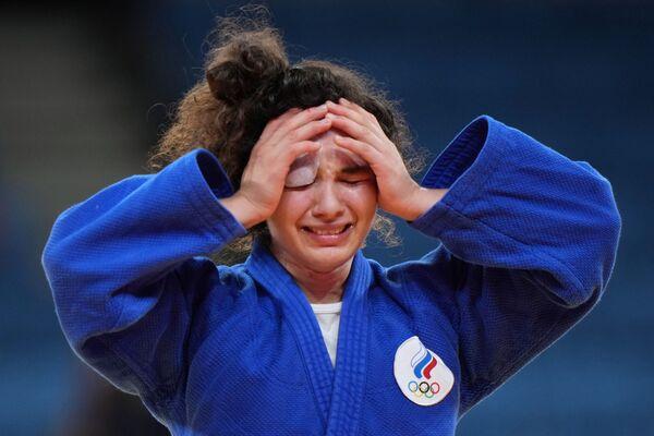La rusa Madina Taimazova celebra su victoria en la competencia por el tercer lugar en el evento de judo femenino de menos de 70 kg. - Sputnik Mundo