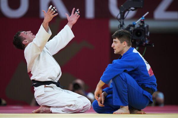 Lasha Bekauri, de Georgia, celebra su victoria en la final masculina de judo hasta 90 kg. - Sputnik Mundo