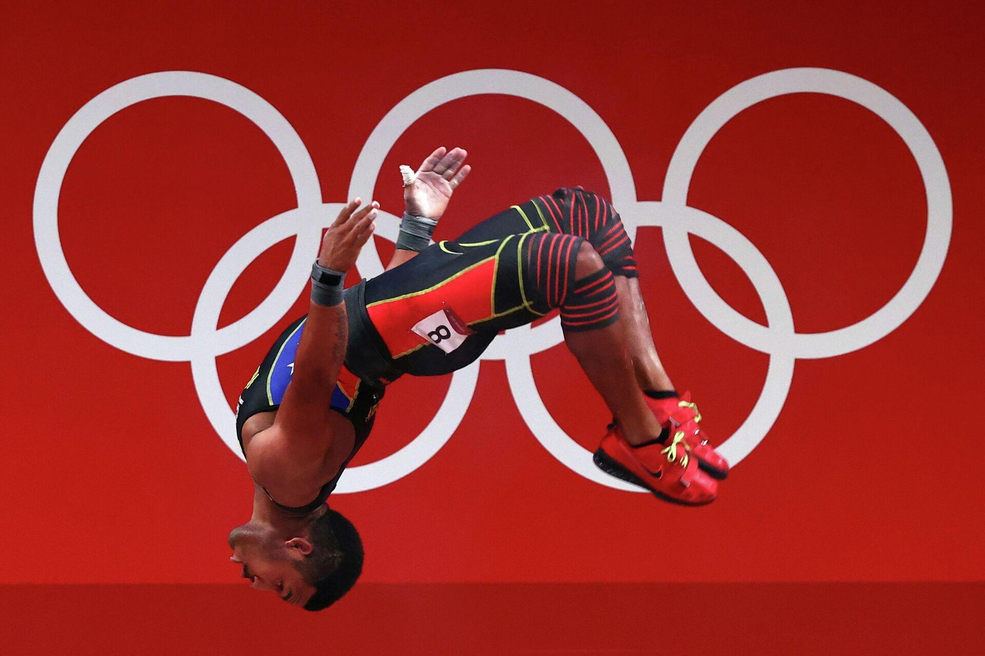 Tokyo 2020 Olympics - Weightlifting - Men's 73kg - Group A - Tokyo International Forum, Tokyo, Japan - July 28, 2021. Julio Mayora of Venezuela celebrates. REUTERS/Edgard Garrido     TPX IMAGES OF THE DAY - Sputnik Mundo, 1920, 30.07.2021