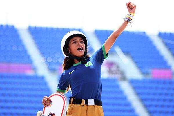Rayssa Leal, la más joven medallista olímpica en la historia de Brasil, celebra su plata olímpica - Sputnik Mundo