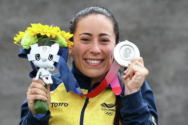 Mariana Pajón, de Colombia, celebra su medalla de plata en el ciclismo BMX Racing - Sputnik Mundo