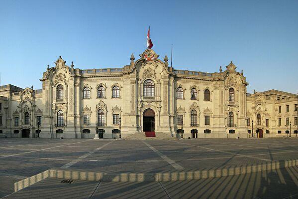 El Palacio de Gobierno de Perú, también llamado Casa de Pizarro, es la sede del Gobierno peruano así como la residencia oficial del presidente. El edificio, de estilo neobarroco, está ubicado en el centro histórico de Lima. - Sputnik Mundo