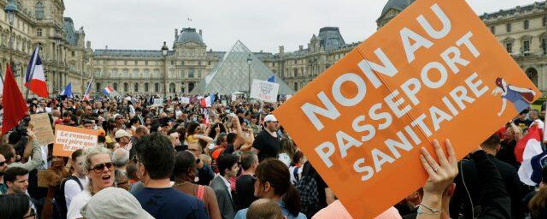 ¿Vacunación anti-COVID obligatoria? Los parisinos marchan en rechazo a los pases de salud - Sputnik Mundo, 1920, 31.07.2021