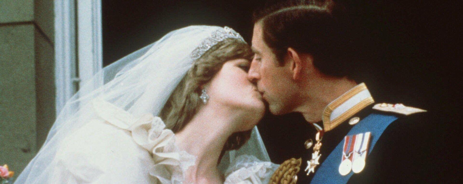 Lady Di junto al príncipe Carlos el día de su boda - Sputnik Mundo, 1920, 01.08.2021