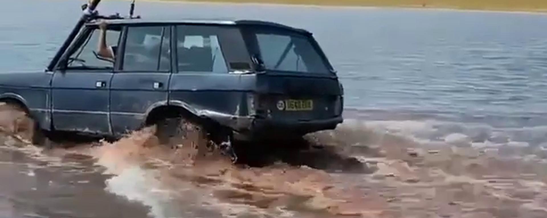 Video: un antiguo Range Rover se sumerge por completo para cruzar un río por debajo del agua - Sputnik Mundo, 1920, 02.08.2021