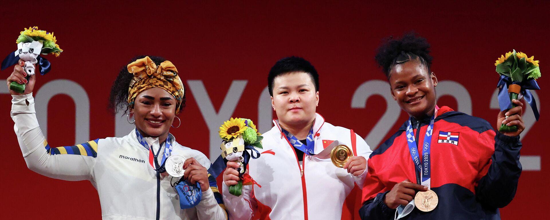 El medallista de oro Wang Zhouyu, de China, la medallista de plata Tamara Salazar, de Ecuador, y la medallista de bronce Crismery Santana, de República Dominicana - Sputnik Mundo, 1920, 02.08.2021