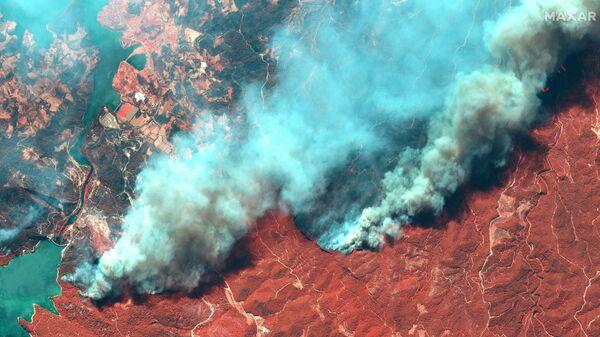 Снимок со спутника природных пожаров в Турции  - Sputnik Mundo