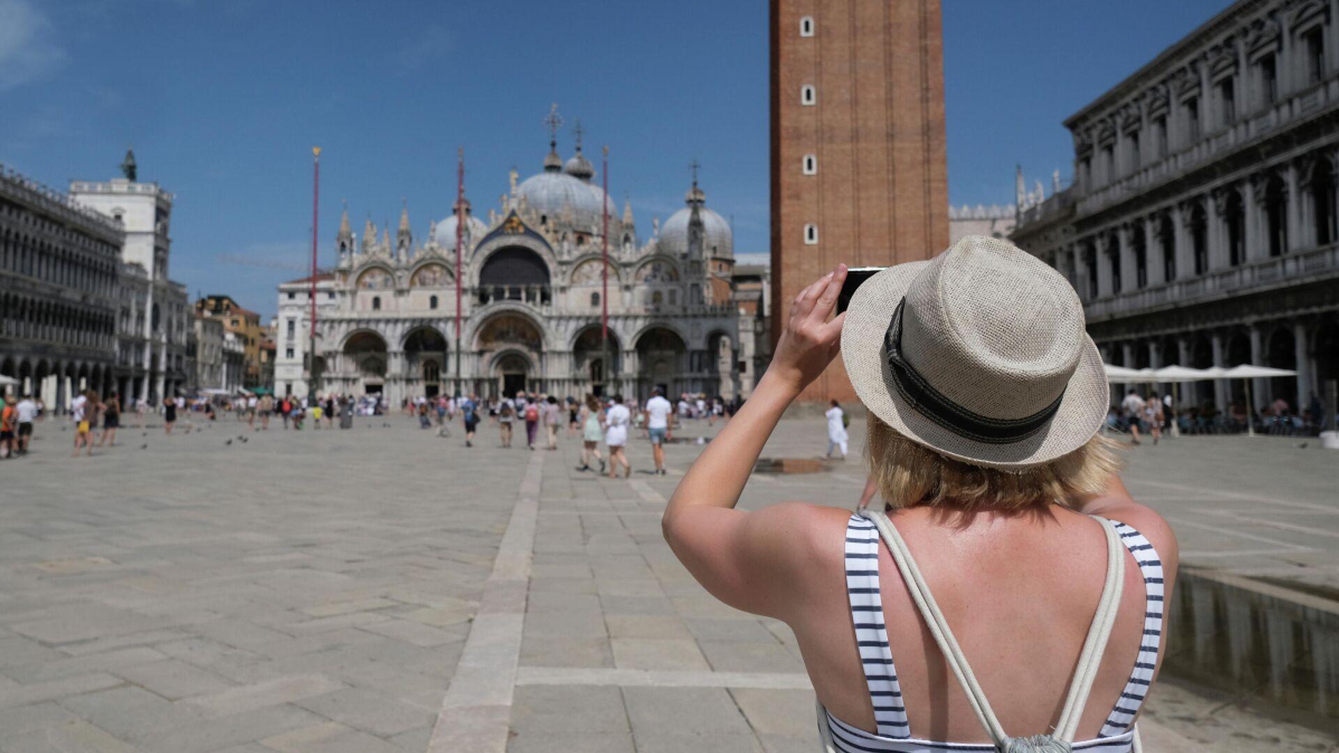 Una turista en Venecia, Italia - Sputnik Mundo, 1920, 02.08.2021