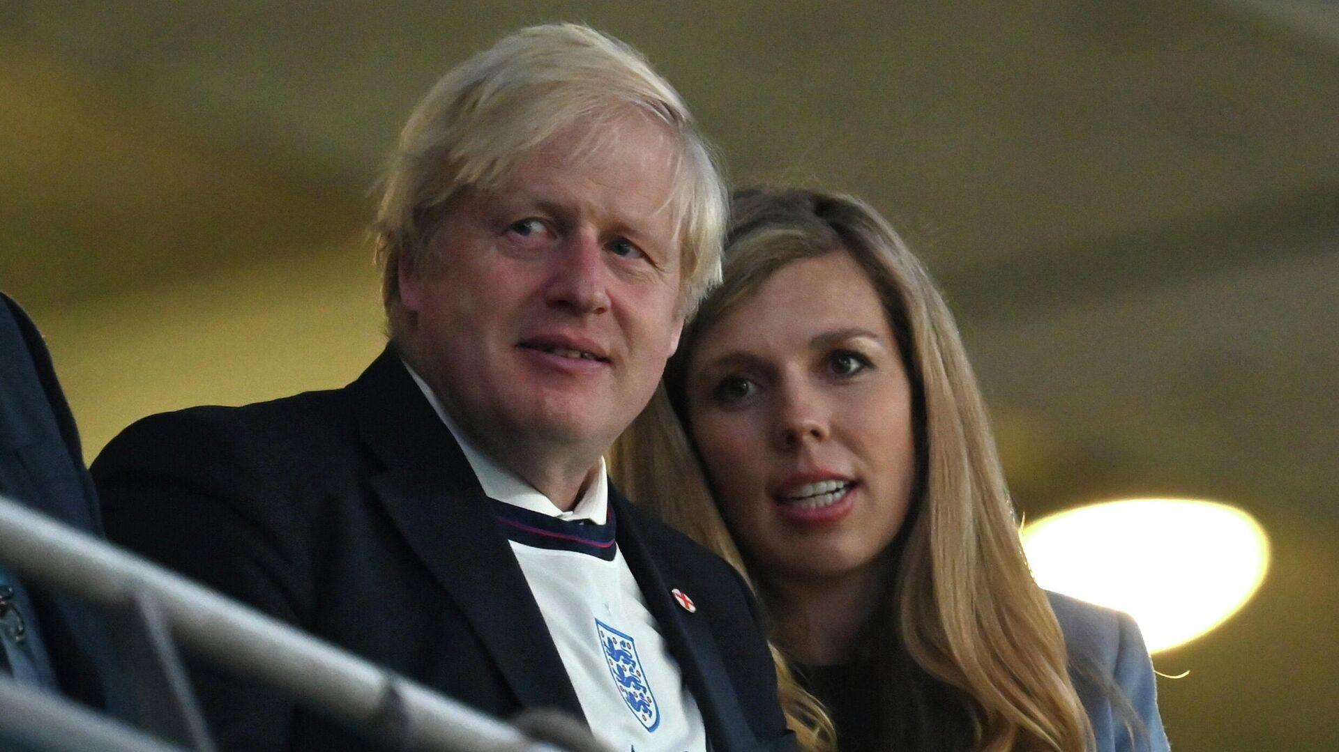 Boris Johnson junto a su esposa, Carrie - Sputnik Mundo, 1920, 02.08.2021