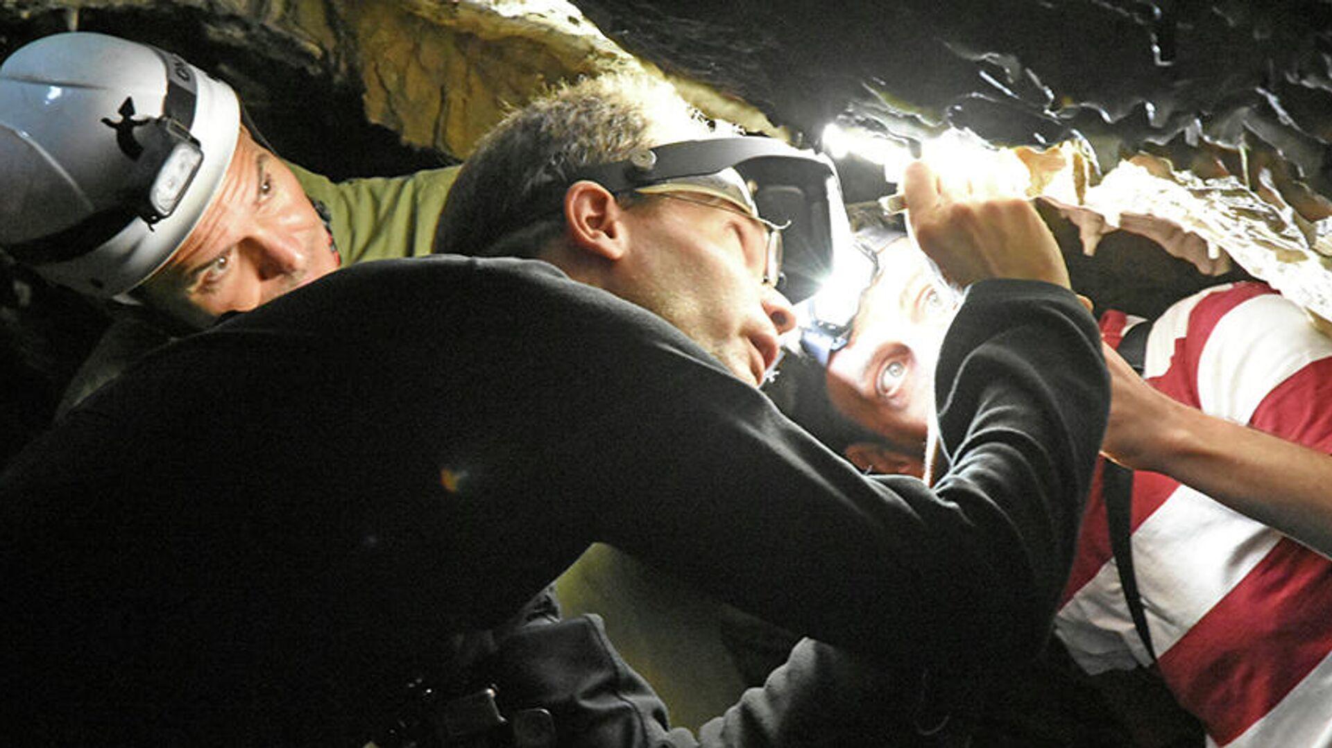 Investigadores de la UCA demuestran que las marcas rojas halladas en la Cueva de Ardales son de neandertales de hace 65.000 años. - Sputnik Mundo, 1920, 03.08.2021