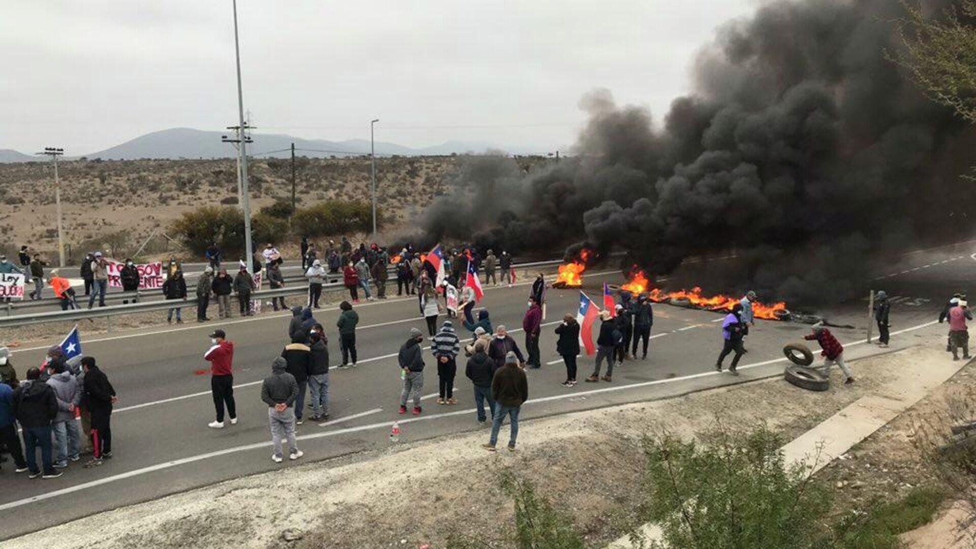 Pescadores chilenos protestan exigiendo ayudas gubernamentales para enfrentar la pandemia - Sputnik Mundo, 1920, 03.08.2021