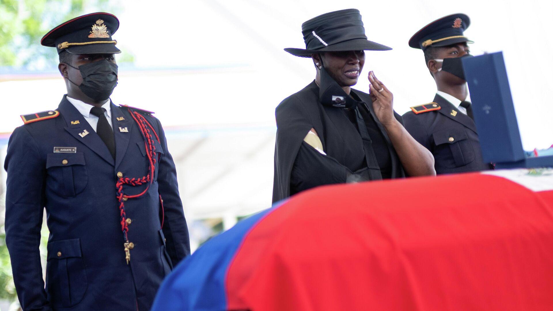 La ex primera dama de Haití, Martine Moise, durante el funeral de su esposo, Jovenel Moise - Sputnik Mundo, 1920, 03.08.2021