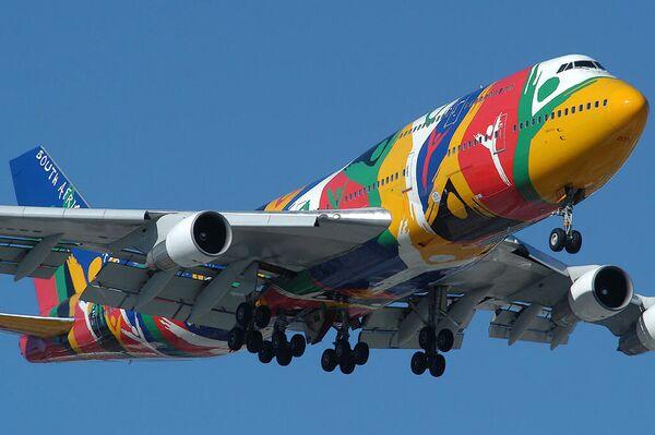 Un Boeing 747-300 de South African Airways con la librea Ndizani - Sputnik Mundo
