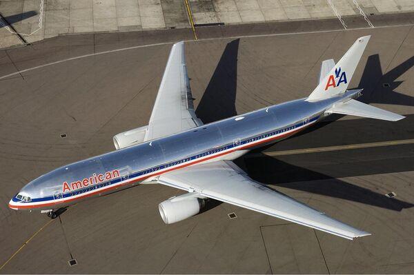 Un Boeing 777-200ER en la antigua librea de American Airlines - Sputnik Mundo