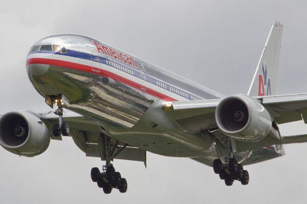 Un Boeing 777 en la antigua librea de American Airlines - Sputnik Mundo