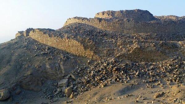 Su estructura, de una extensión de 4 kilómetros cuadrados se compone de trece torres y conforma una fortaleza de piedra y barro. La fortificación también cuenta con una serie de plazas y patios.  - Sputnik Mundo