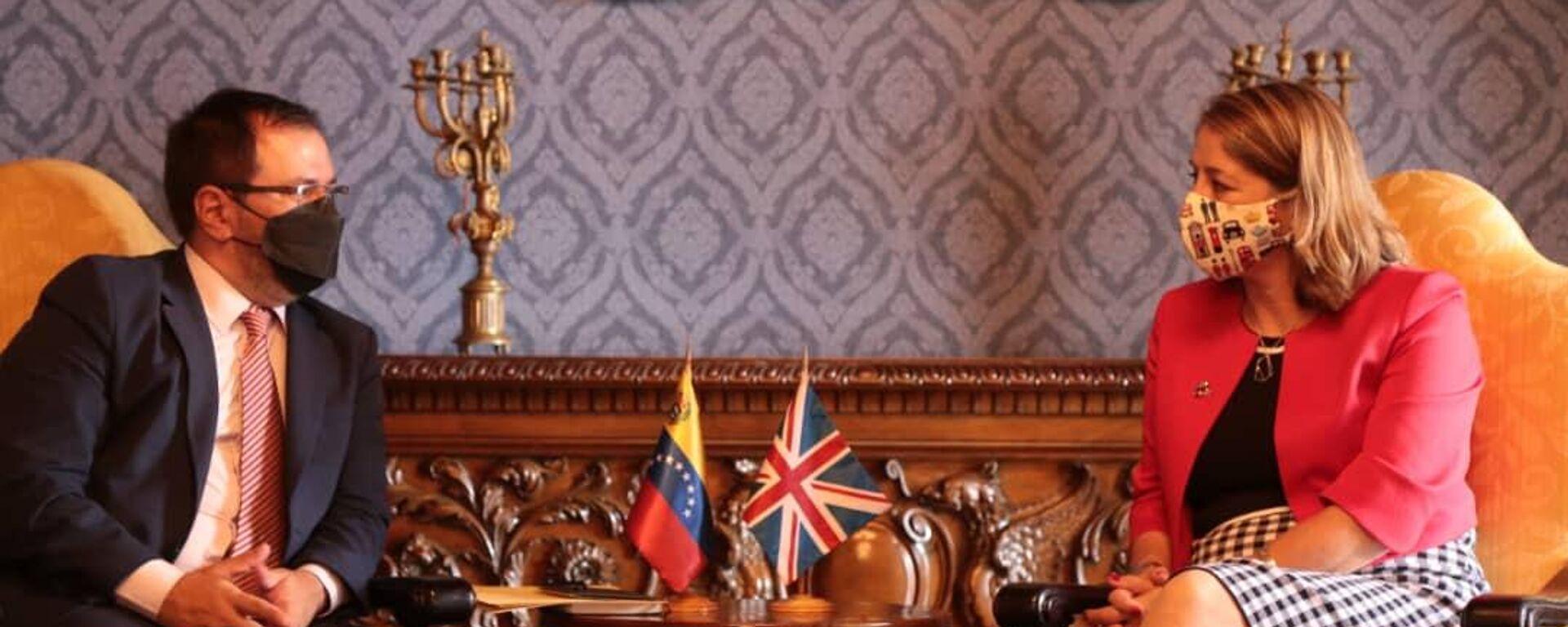El viceministro venezolano para Europa, Yván Gil, junto a la nueva Encargada de Negocios británica en Caracas, Rebecca Buckingham  - Sputnik Mundo, 1920, 06.08.2021