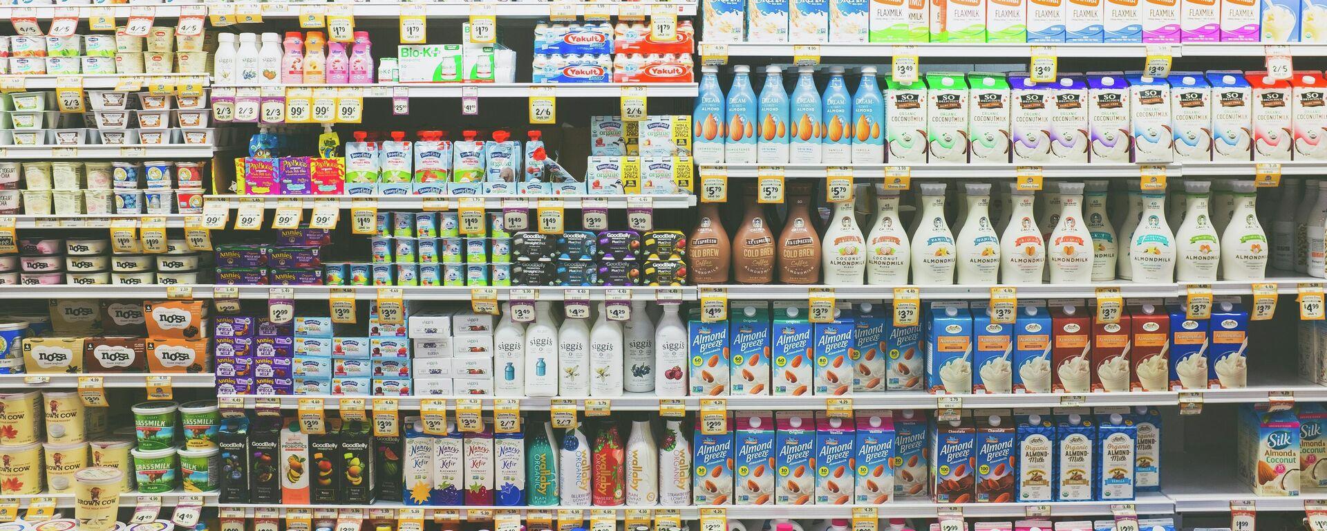 Unos productos lácteos en una tienda - Sputnik Mundo, 1920, 06.08.2021