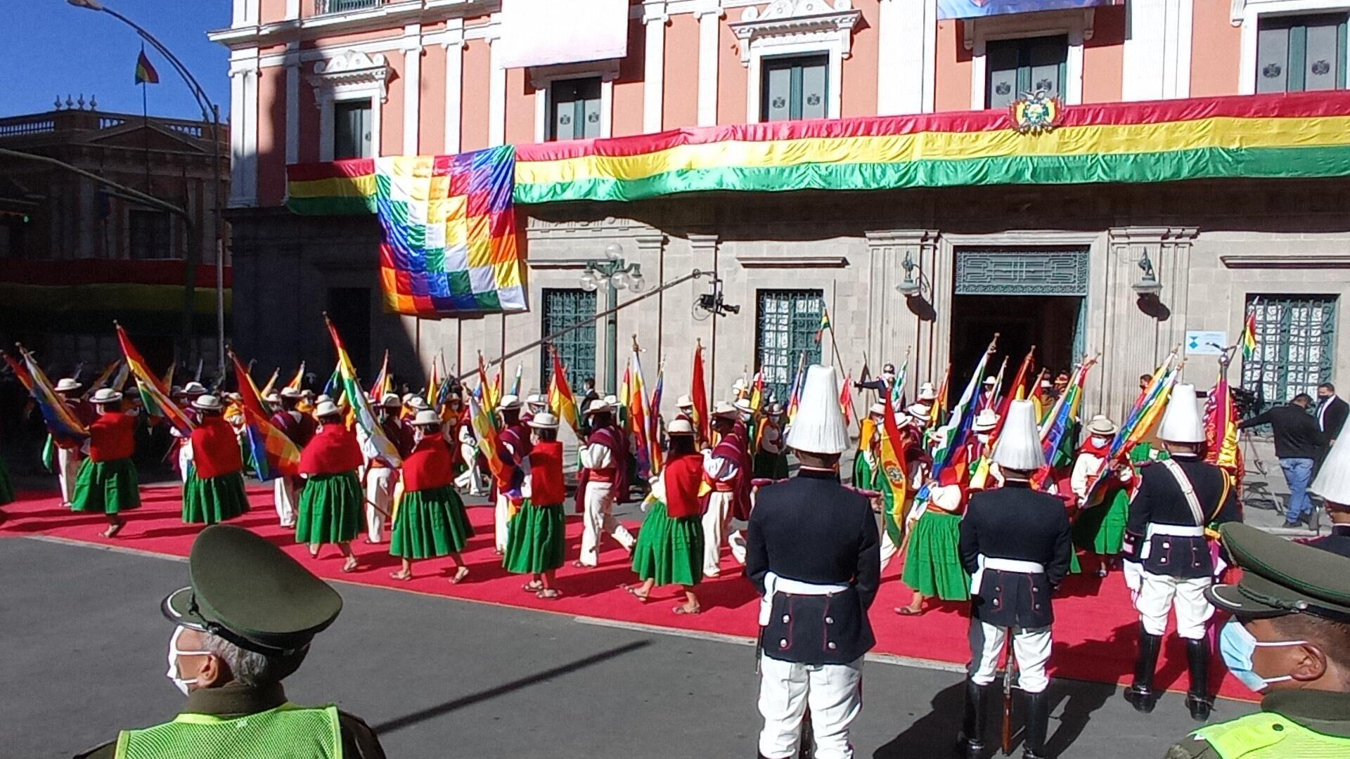 Desfile por la independencia de Bolivia en la Plaza Murillo de La Paz, frente a la sede del Gobierno - Sputnik Mundo, 1920, 06.08.2021