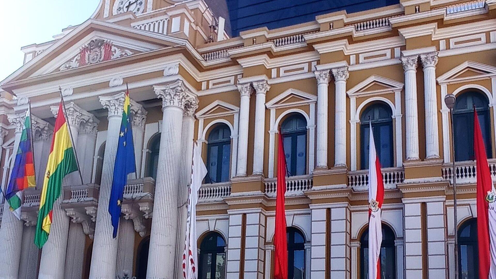 Vista de la sede del Gobierno de Bolivia y, en el fondo, el nuevo edificio de la Asamblea Legislativa - Sputnik Mundo, 1920, 26.08.2021