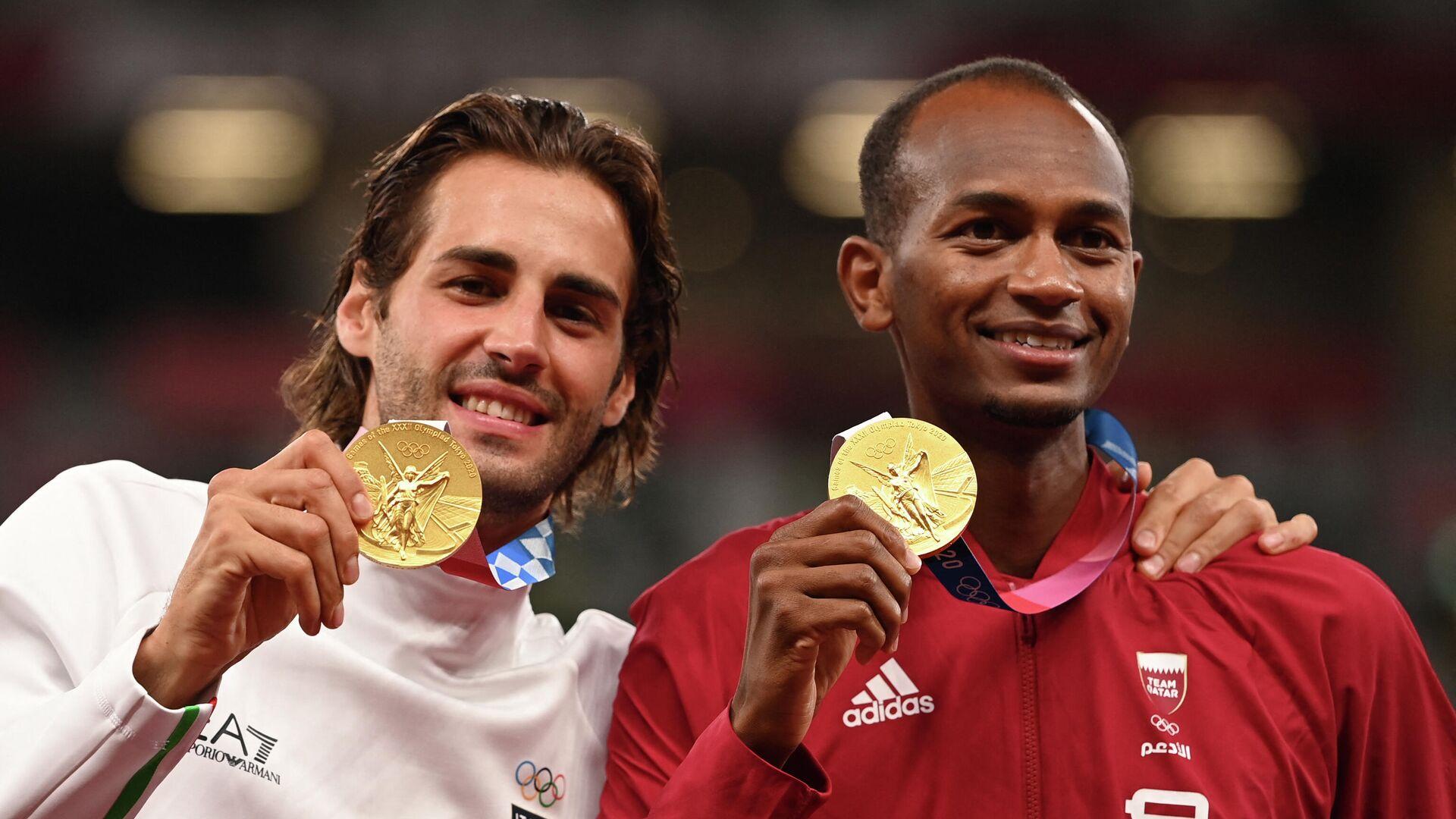 El atleta italiano, Gianmarco Tamberi, y el atleta catarí Mutaz Essa Barshim en los JJOO en Tokio - Sputnik Mundo, 1920, 07.08.2021