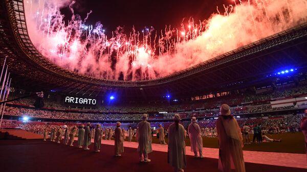 Салют на торжественной церемонии закрытия XXXII летних Олимпийских игр в Токио на Национальном олимпийском стадионе  - Sputnik Mundo