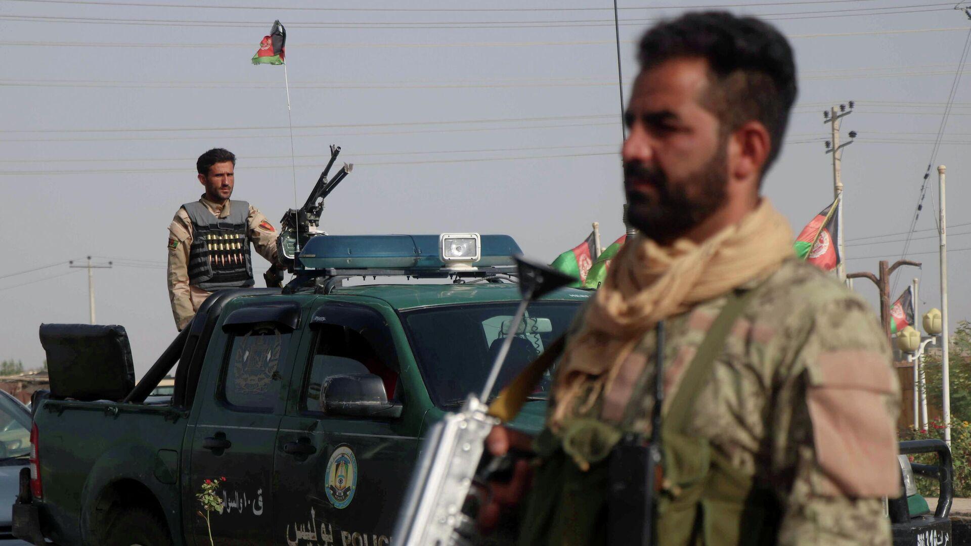 Las fuerzas de seguridad afganas vigilan un puesto de control en el distrito Guzara de la provincia de Herat, Afganistán, el 9 de julio de 2021 - Sputnik Mundo, 1920, 09.08.2021
