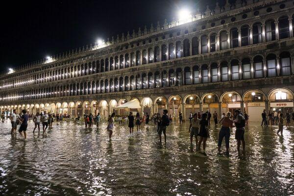 El fenómeno se debe a la subida del nivel del mar y la ubicación de Venecia. - Sputnik Mundo