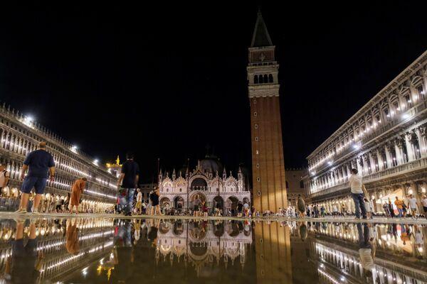 La plaza de San Marcos, inundada por el acqua alta. - Sputnik Mundo