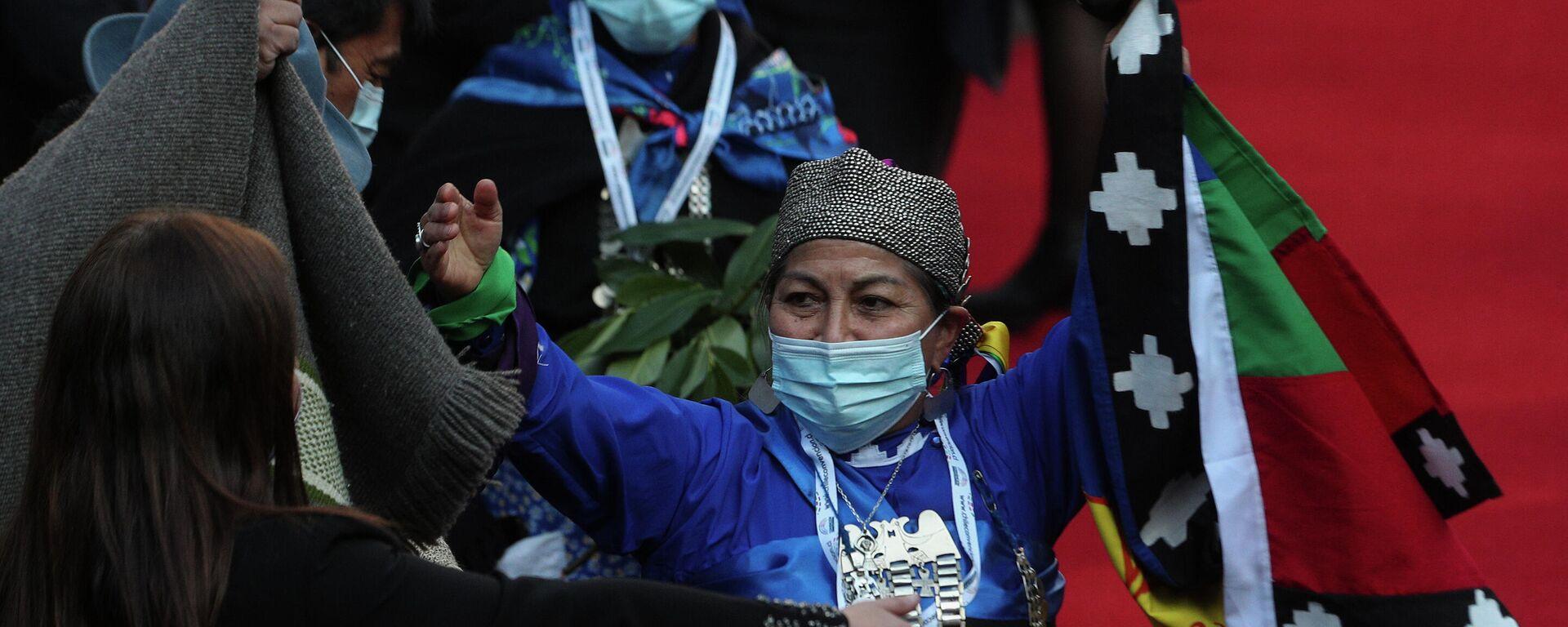 La dirigente mapuche Elisa Loncón al asumir como presidenta de la Convención Constituyente de Chile - Sputnik Mundo, 1920, 09.08.2021