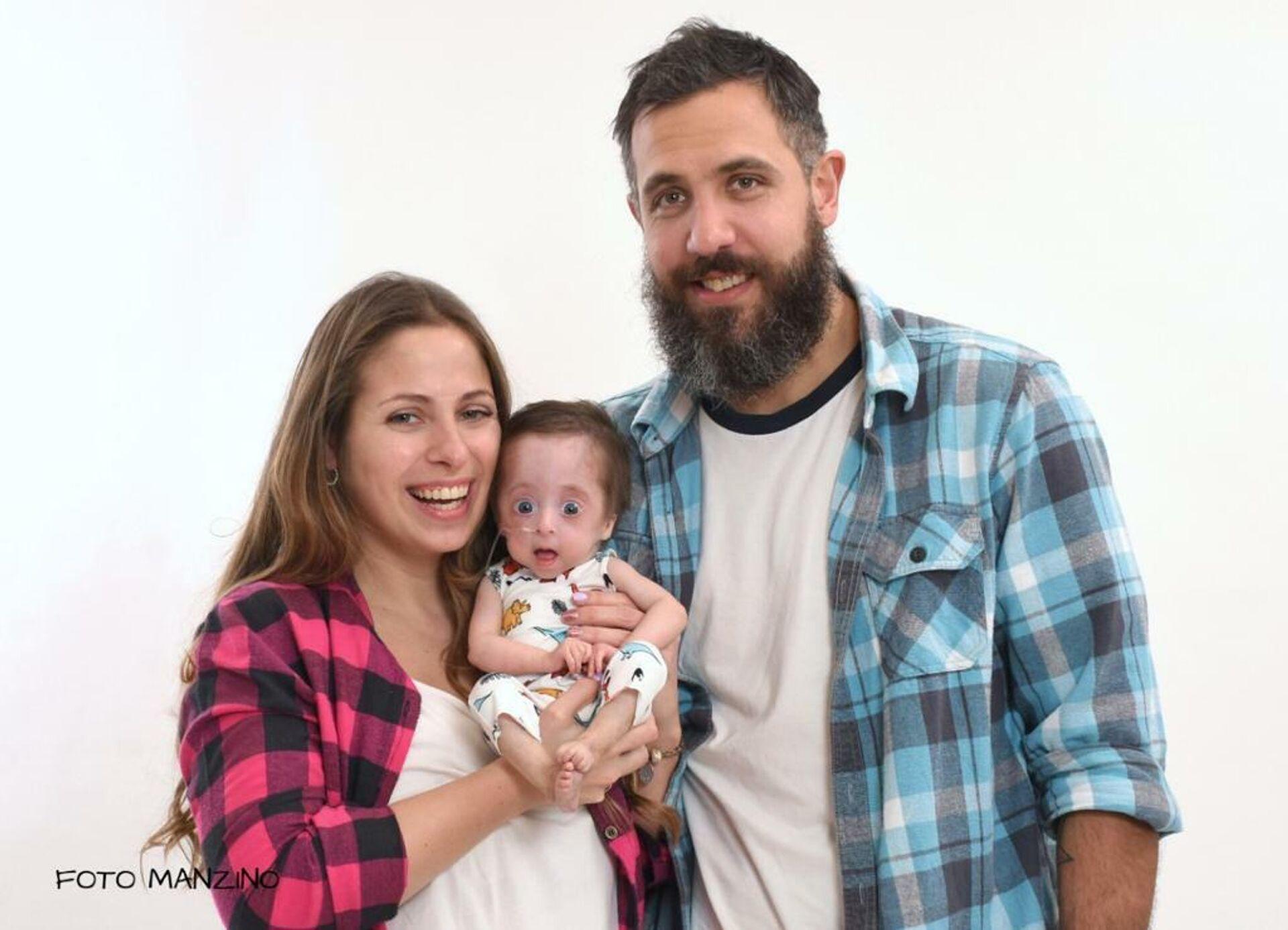 El bebé argentino Vito con sus padres Rocío y Patricio - Sputnik Mundo, 1920, 09.08.2021