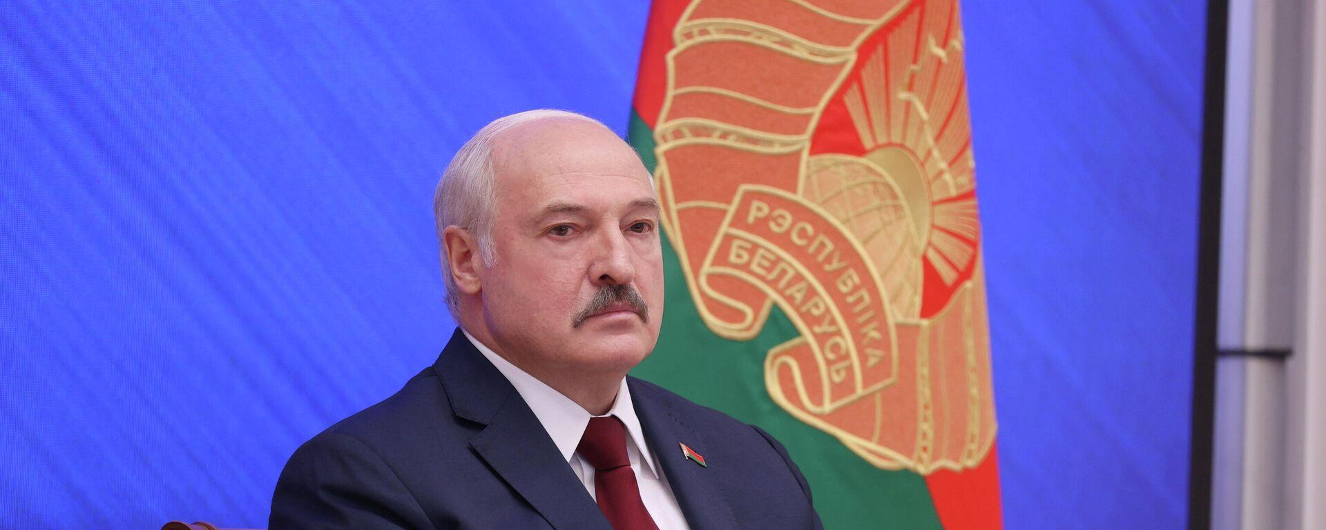 El presidente de Bielorrusia, Alexandr Lukashenko, sostiene rueda de prensa, el 9 de agosto de 2021 - Sputnik Mundo, 1920, 10.08.2021