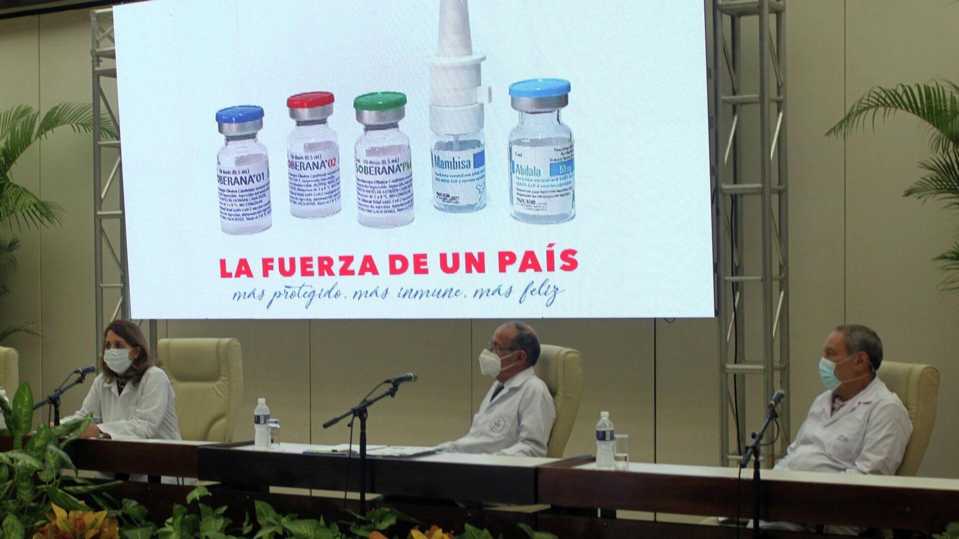 A la izq Mayra Mauri, vicepresidenta de BioCubaFarma; Agustin Lage, asesor de BioCubaFarma (centro); y Vicente Verez Bencomo, director del Instituto Finlay de Vacunas, participantes en la conferencia de prensa - Sputnik Mundo, 1920, 10.08.2021