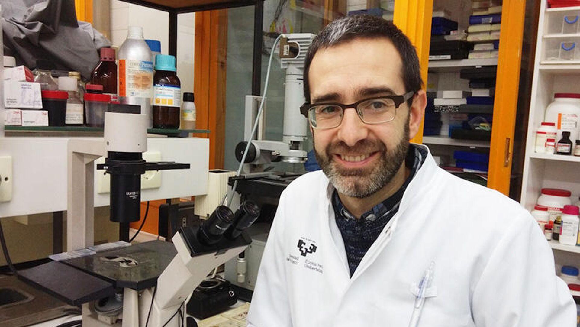Iker Badiola, uno de los investigadores que han descubierto nuevos compuestos que impiden la infección por Covid-19 - Sputnik Mundo, 1920, 11.08.2021