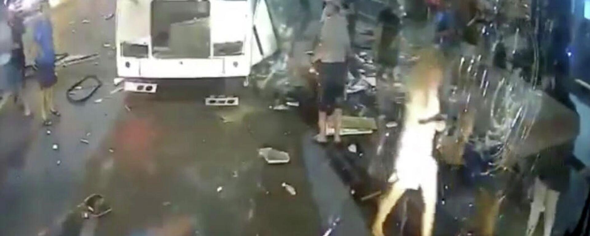 Explosión de un autobús en la ciudad de Vorónezh (Rusia), el 12 de agosto del 2021 - Sputnik Mundo, 1920, 12.08.2021
