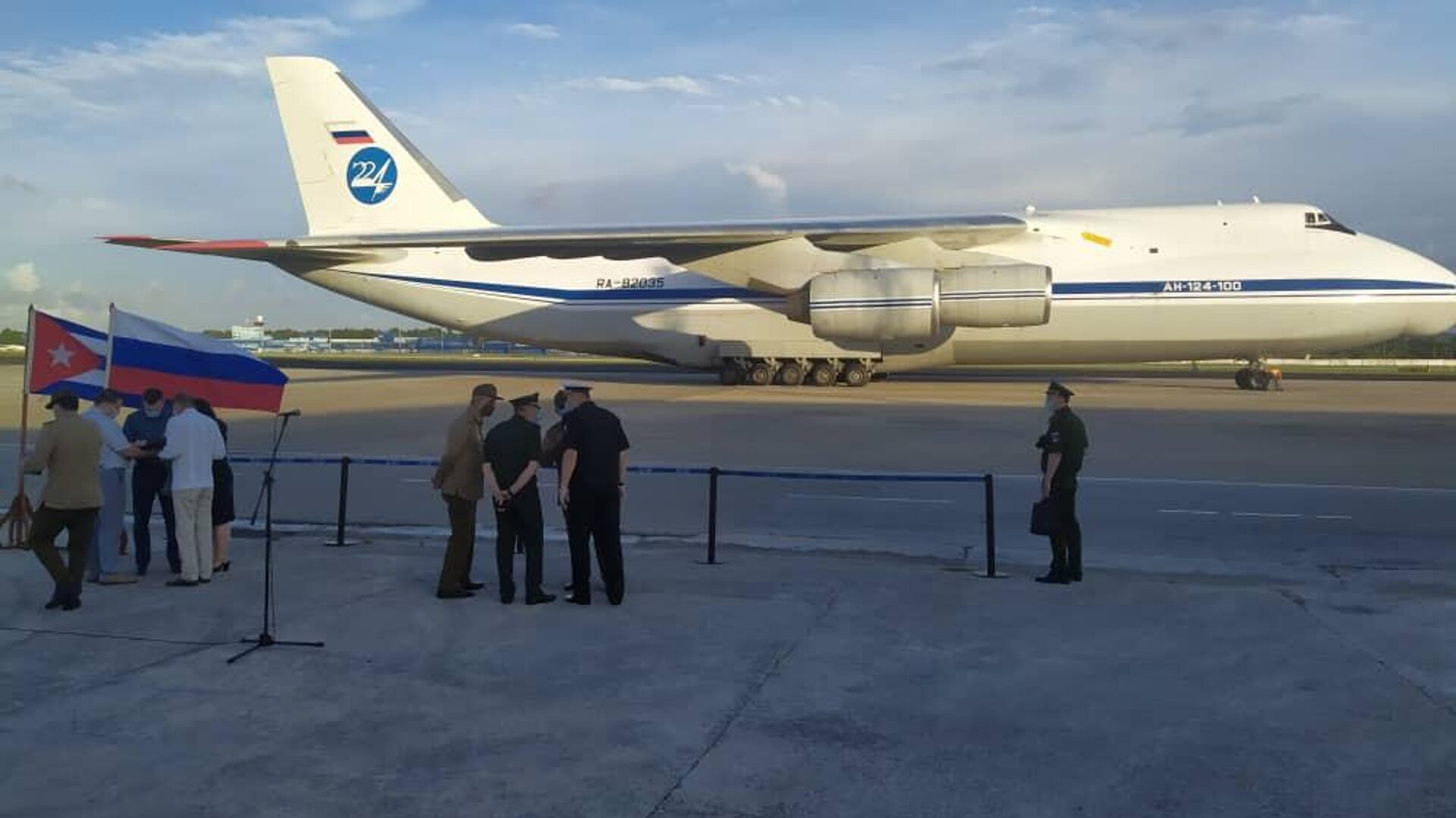 Avión ruso llega a Cuba con más de 40 toneladas de ayuda humanitaria - Sputnik Mundo, 1920, 13.08.2021
