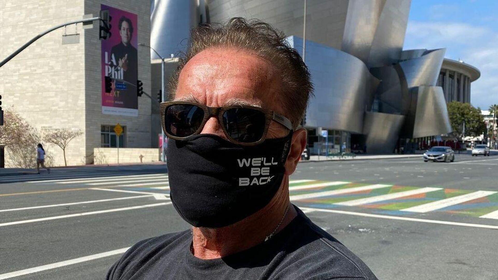 Arnold Schwarzenegger frente al Walt Disney Concert Hall en Los Ángeles - Sputnik Mundo, 1920, 13.08.2021