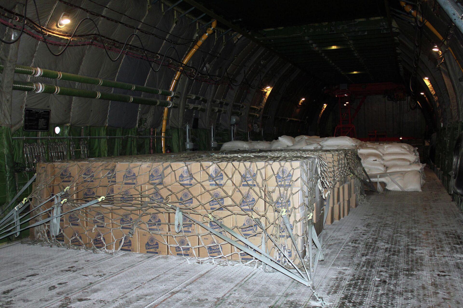 Interior del AN-124 que trasladó ayuda humanitaria a Cuba - Sputnik Mundo, 1920, 13.08.2021