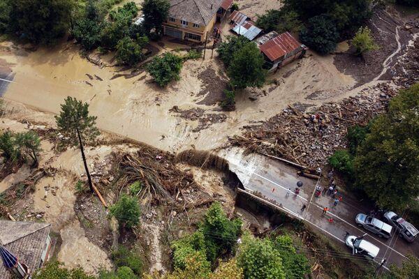 Esta fotografía aérea muestra la destrucción causada por la inundación luego de que fuertes lluvias azotaran la región de la ciudad de Kastamonu (Turquía), el 11 de agosto. - Sputnik Mundo