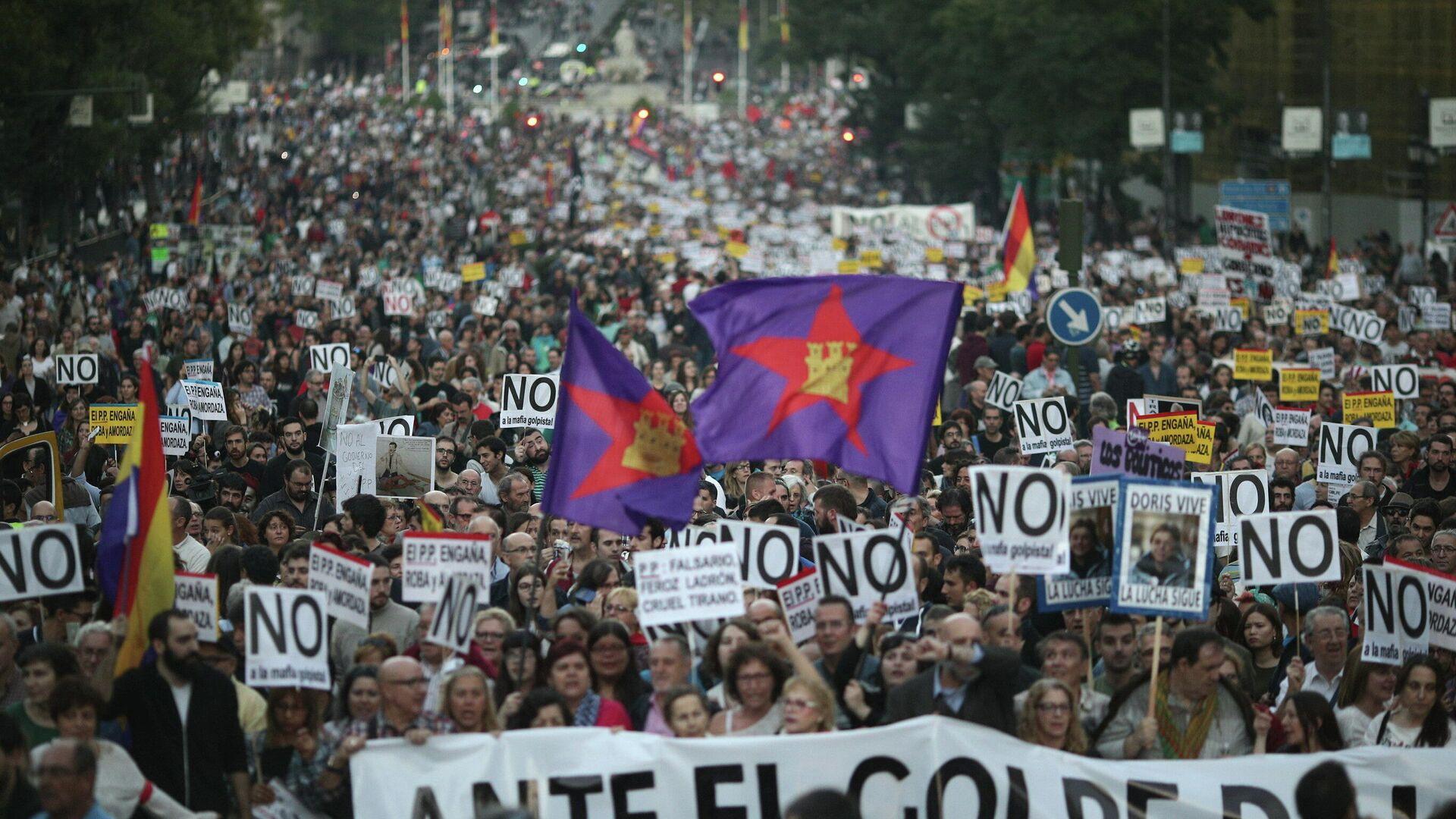 Manifestación 'Rodea el Congreso', con banderas de IzCa en el centro - Sputnik Mundo, 1920, 14.08.2021