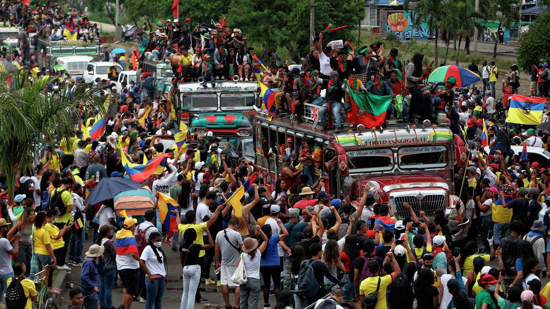 Manifestantes indígenas asisten a una marcha antigubernamental en Cali, Colombia, el miércoles 12 de mayo de 2021 - Sputnik Mundo, 1920, 14.08.2021