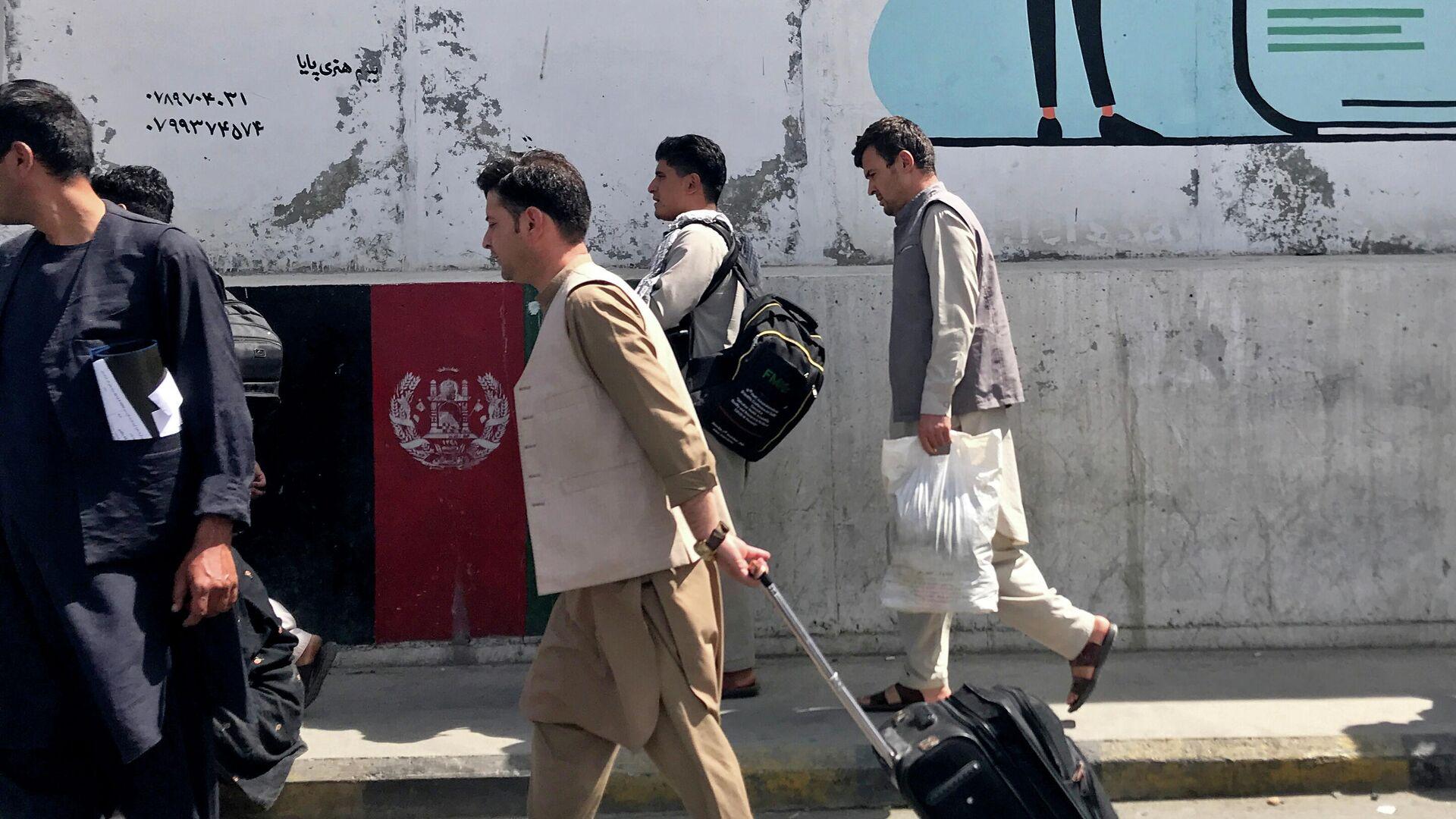 Los pasajeros en el aeropuero de Kabul - Sputnik Mundo, 1920, 24.08.2021