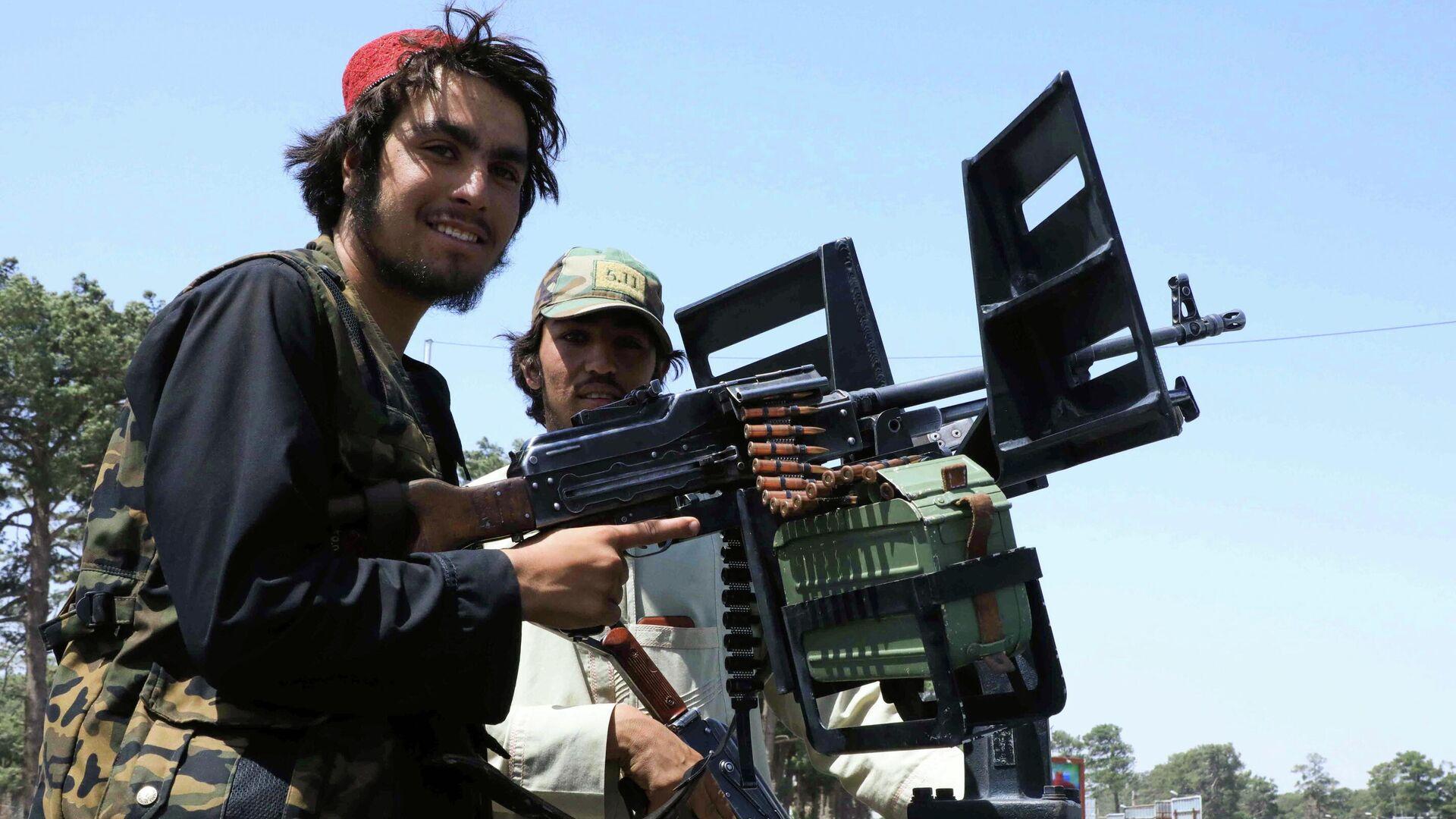 Fuerzas talibanes patrullan una calle en Herat - Sputnik Mundo, 1920, 18.08.2021