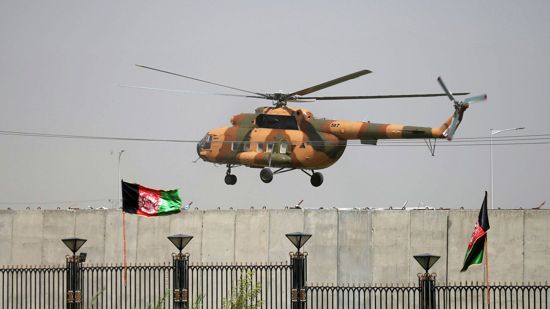 El helicóptero en el que abandonó Afganistan el expresidente Ashraf Ghani - Sputnik Mundo, 1920, 16.08.2021