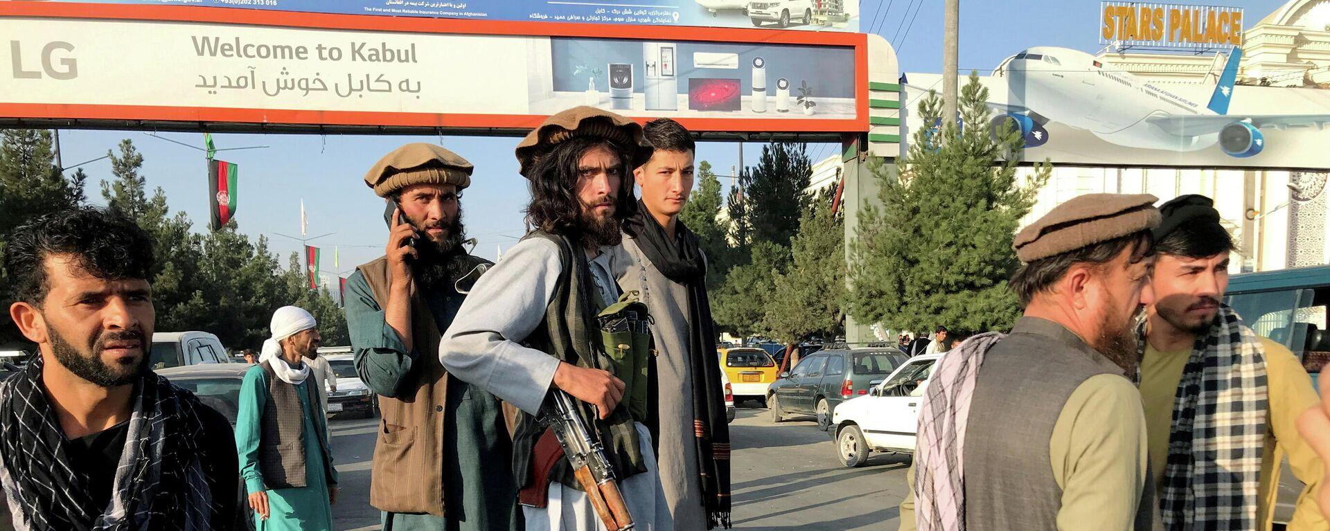 Talibanes en el aeropuerto de Kabul - Sputnik Mundo, 1920, 16.08.2021