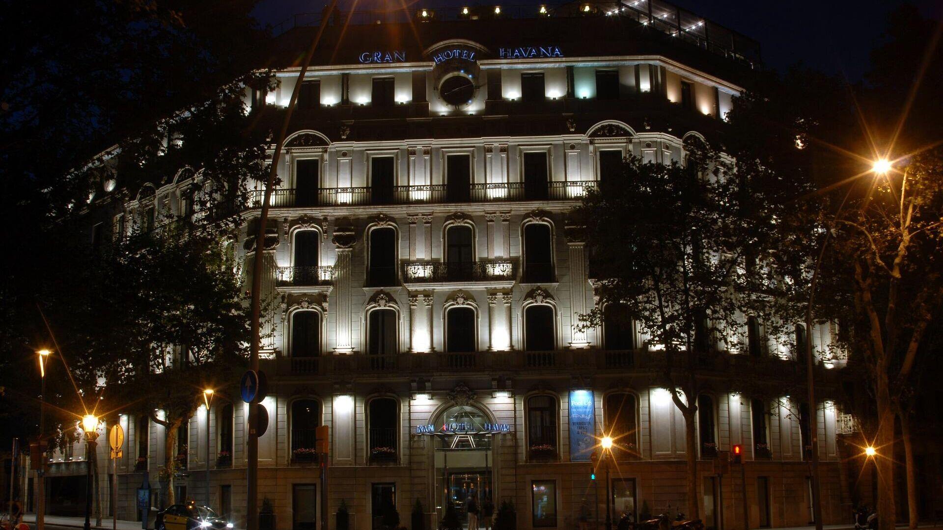 Vista nocturna sobre hotel en Barcelona - Sputnik Mundo, 1920, 17.08.2021