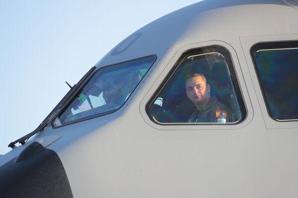 La salida del primer avión español de Dubái rumbo a Kabul para evacuar al primer grupo de españoles y colaboradores en Afganistán - Sputnik Mundo