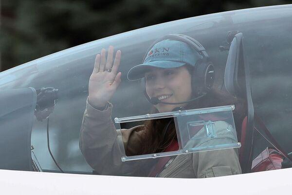 Zara Rutherford quiere convertirse en la mujer más joven en dar sola la vuelta al mundo en avioneta. Anteriormente, el récord mundial fue establecido por la estadounidense Shaeste Wise, a los 30 años, también en un avión. El viajero más joven es el británico Travis Ludlow, que rompió un récord a los 18 años. - Sputnik Mundo